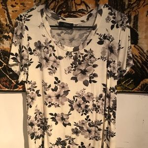 Tops - Floral T-Shirt in Black and White
